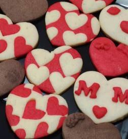 کوکی  با چاپ خوراکی یک عدد مخصوص ولنتاین